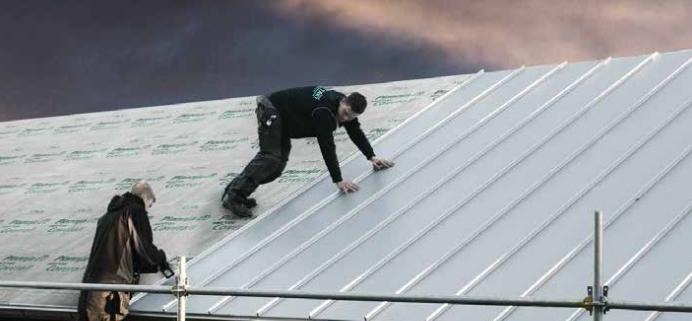 Montering direkt på takpappen eller på läkt takplåt